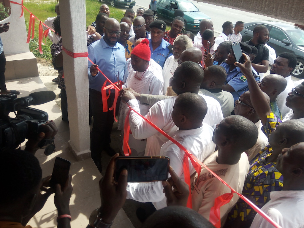 Ovie of Ogor inaugurates Anchor Point Bus stop