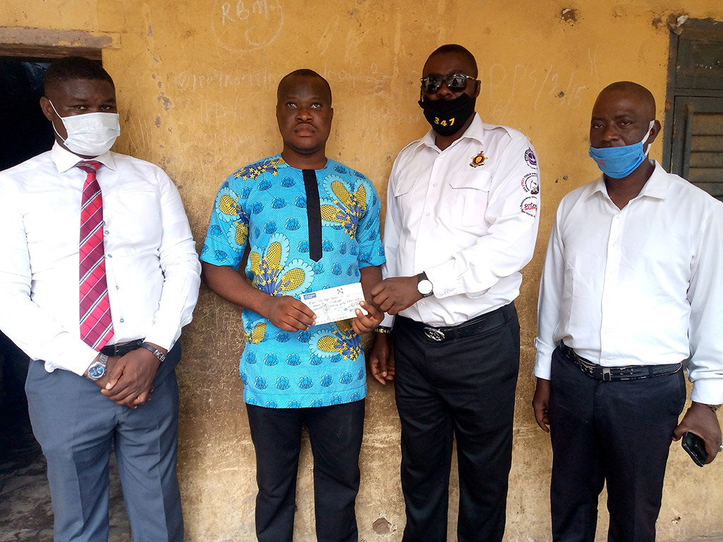 Blind Owo student receives donation from NAS